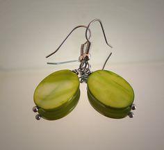 Green earrings green oval mother of pearl shell / door deBATjes