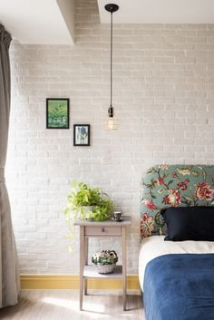 Painted brick walls and florals <3 More Más