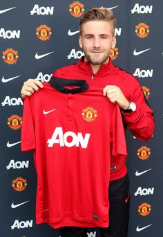 Luke Shaw joins Manchester United on four-year contract with option of one-year extension.