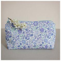 Trousse - Liberty d'Anjo bleu - Retrouvez les différents coloris sur suzanne-universenfantin.com
