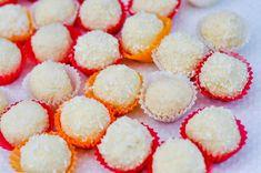 Vánoce nejsou zrovna svátky, kdy bychom především my ženy jásaly. Tím hlavně myslíme to, že naše dieta je rázem ta tam! Začíná to sladkostmi na Mikuláše, přes vánočního smaženého kapra s bramborovým salátem a cukroví, které prostě musíme ochutnat až po obležené mísy a chlebíčky na Silvestra. Cheesecake, Peach, Candy, Breakfast, Desserts, Food, Diet, Raffaello, Morning Coffee