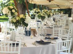 Aranjamente florale idyllic Table Settings, Table Decorations, Romania, Weddings, Furniture, Design, Home Decor, Homemade Home Decor, Table Top Decorations