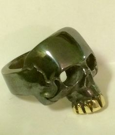 Oxidised silver skull with gold teeth