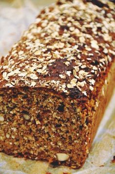 Hälsosam nötlimpa | Mitt kök Healthy Snacks, Healthy Recipes, Easy Bread, Cakes And More, Bread Baking, Bread Recipes, Banana Bread, Breakfast Recipes, Bakery