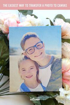 This is the easiest way to do a photo transfer to canvas - and it's FOOLPROOF! No messy transfer mediums and only 15 minutes to a gorgeous DIY photo canvas. Canvas Photo Transfer, Mod Podge Photo Transfer, Photo Canvas, Photos Onto Canvas, Canvas Pictures, Photo Craft, Diy Photo, How To Make Iron, Photo To Watercolor