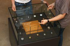 """Interaktives Exponat / Hands-On """"Gewicht von Gold"""" im Stadtmuseum Schwabach. Konzipiert und realisiert von Impuls-Design."""