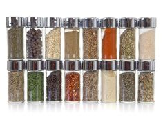 Dried herbs and spices are to cooking what shoes are to fashion: So essential but so annoying to organize. Meat Rubs, Baking Items, Healthy Herbs, Spices And Herbs, Shelf Life, Vegetarian Cooking, Kitchen Hacks, Food Hacks, Food Tips