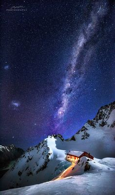 Night at the summit of Mount Cook in New Zealand | Pic by Jay Daley [949x1600] http://ift.tt/2ly74Hs