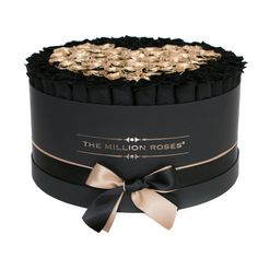 Special The Million Roses long-life roses (preserved Eternity Roses), that can last up to one year, carefully prepared in a hand-crafted luxury box. Most Popular Flowers, Amazing Flowers, The Million Roses, Best Flower Delivery, Online Flower Shop, Flower Box Gift, Box Roses, Preserved Roses, Flower Packaging