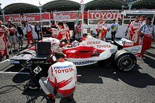 Jarno Trulli (ITA) Toyota TF106 on the grid. Formula One World Championship, Rd 17, Japanese Grand Prix, Race, Suzuka, Japan, 8 October 2006  © Sutton Images. No reproduction without permission