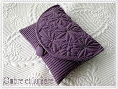 Quilted Handbags, Quilted Bag, Embroidery Bags, Embroidery Designs, Purse Patterns, Quilt Patterns, Celtic Quilt, Diy Broderie, Whole Cloth Quilts