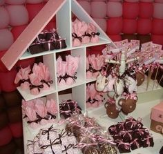 Love love love this display!  pink and brown baby showers