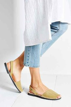 PONS AVARCAS Classic Sandal - Urban Outfitters