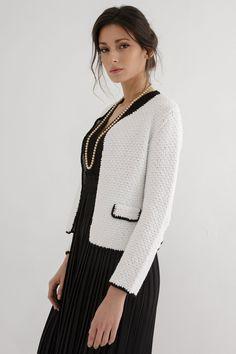 This knit pattern features a trendy, amazingly stylish cardigan. #cardigan#cardiganknittingpattern #chunkyknitcardigan #knitcardiganpattern #knitcardigan #cardiganpattern #knittingpatternsforwomen #knittingpattern #cardiganknittingpatternsforwomen #knittingcardiganpattern #croppedcardigan #cardiganknittingpatternwomen #cardigans #oversizecardiganknittingpattern #knittingpatterncardigan #knittingpatternscardigan Chunky Cardigan, White Cardigan, Thick Yarn, Cardigan Pattern, Knitting Designs, Knitting Patterns, Stylish, Stitch, Ravelry