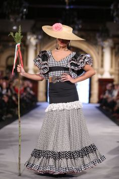 Belén Vargas Spanish Fashion, Lace Skirt, Love, Skirts, Ruffles, Coats, Events, Spain Fashion, Amor