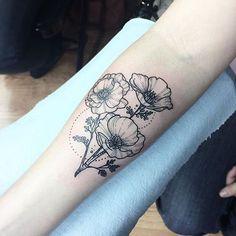 #Tattoo by @nathalybonilla #⃣#Equilattera #tattoos #tat #tatuaje #tattooed #tattooartist #tattooart #tattoolife #tattooflash #tattoodesign #tattooist #bestoftheday #original #miami #mia #creative #florida #awesome #love #ink #art #design #nature #illustration #dotwork #flower #flowers #linework