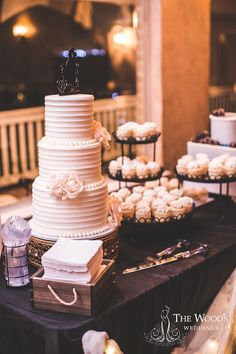 We're falling head over heels for these romantic and chic wedding cake designs from Texas bakery HoneyLove Cakery.