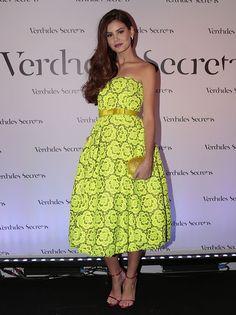 Camila Queiroz aposta em look fluorescente  ♥