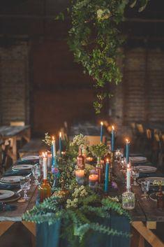 Décoration de table pour un mariage industriel Tables, Table Decorations, Home Decor, Old Bricks, Industrial Wedding, Rental Decorating, Joy, Mesas, Decoration Home