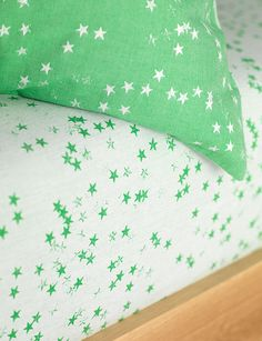 Fun childrens bedding set in vibrant green. With a simple stars design this bedding set is reversible and available in single and double sizes at Secret Linen Store. Childrens Bed Linen, Cotton Bedding Sets, Green Bedding, Linen Store, Boys Bedroom Decor, Star Designs, Green Fabric, Light In The Dark, Bed Pillows
