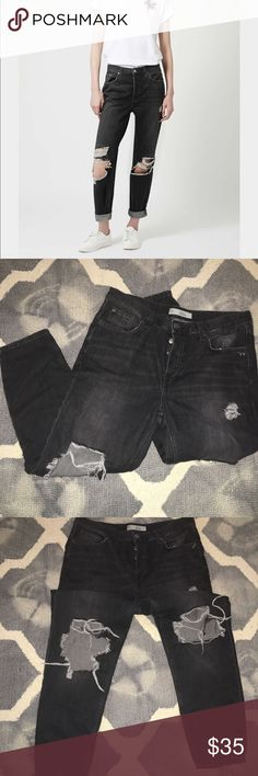 New Topshop Hayden distressed black washed denim Perfect worn black wash button up closure with a perfect boyfriend fit 😍 new wo tags Topshop Jeans Boyfriend