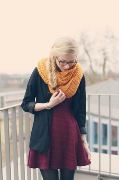 I love the yellow color going around. #fall #fashion #skirt