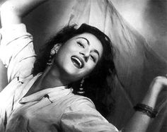 Madhubala was to Bollywood what Marilyn Monroe was to Hollywood. Born as Mumtaz Begum Jehan Dehlavi in 1933 to a poor Pathan couple, Madhubala was one of 11 children. By virtue of sheer destiny, when her family relocatede from Delhi to Mumbai, Madhubala began her tryst with films. She was only 14. A so-far inert heart problem all but ended her successful run in 1950.