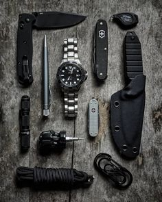 Fridays are for The ever popular plastic skeleton makes an appearance,,➡️➡️ swipe to see. I'm wearing my Dark Knight diver… Bushcraft Kit, Zombie Apocalypse Survival, Edc Gadgets, Edc Tactical, Edc Everyday Carry, Edc Gear, Men's Backpack, Classic Man, Knifes