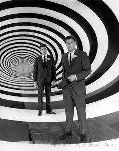 Robert Colbert and James Darren in The Time Tunnel (Irwin Allen, tv series Photo Vintage, Vintage Tv, Science Fiction, Fiction Film, The Time Tunnel, James Darren, Irwin Allen, Cinema Tv, Sci Fi Shows