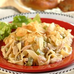 Creamy Tuna Noodle Casserole, quick, easy and so creamy, a delicious tuna casserole. Yeild: SmartPoints : 10 Ingredients : 6 cups (about 8 oz. Tuna Recipes, Seafood Recipes, Pasta Recipes, Cooking Recipes, Recipies, Yummy Recipes, Dinner Recipes, Tuna Noodle Casserole Recipe, Casserole Dishes