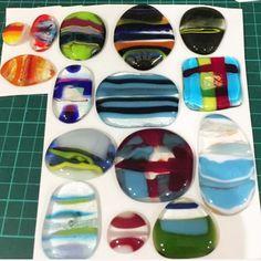 Microwave Kiln Glass Fusing Mosaic Glass, Fused Glass, Stained Glass, Resin Jewlery, Glass Jewelry, Decorative Glass, Weekend Projects, Pottery Ideas, Jewellery Making