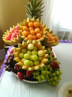 >> 50 Pictures of Unique and Creative Food Recipes - Web Delicious Fruit And Vegetable Carving, Veggie Tray, Fruit Buffet, Fruit Trays, Fruit Fruit, Fruit Cakes, Fruit Snacks, Yummy Snacks, Delicious Recipes