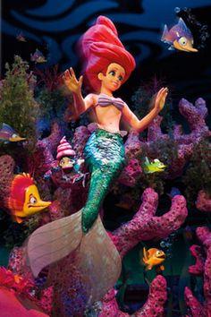 14 Reasons to Visit the Disneyland Resort This Year (she: Kim) - Or so she says...