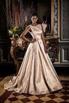 Fuente: Jordi Dalmau Ball Gowns, Formal Dresses, Fashion, Templates, Wedding Dresses With Color, Gown Dress, Two Brides, Boyfriends, The Originals
