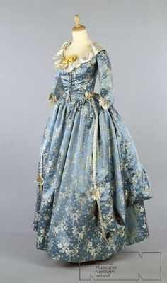 Robe a l'anglaise ca. 1780s From the Ulster Folk... - Fripperies and Fobs