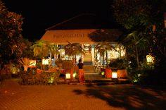 와룽 에낙. 우붓의 또다른 레스토랑 라막에서 만든 인도네시안 레스토랑이다. 인도네시아의 지역 음식들을 맛볼 수 있다는 것이 장점