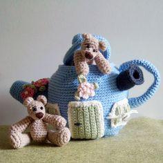 Bears & Teapot House amigurumi crochet pattern by Tilda & Filur Crochet Bear, Crochet Home, Love Crochet, Crochet Animals, Crochet Crafts, Crochet Dolls, Crochet Projects, Crochet Things, Amigurumi Patterns