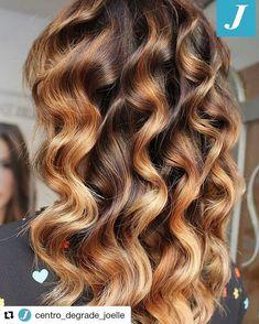 Hot Hair Colors, Hair Color And Cut, Tiger Eye Hair Color, Curly Hair Styles, Natural Hair Styles, Wavy Haircuts, Joelle, Beautiful Hair Color, Long Wavy Hair