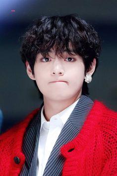 My sugar plum💜💜 V Taehyung, V E Jhope, Kim Taehyung Funny, Foto Bts, Bts Photo, Bts Bangtan Boy, Bts Boys, Bts Jimin, Daegu