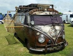 Steampunk Volkswagen van look, with a hammock on the side, and a roof mount fit for a caravan across the desert. Volkswagen Transporter, Vw T1 Camper, Vw Caravan, Volkswagen Bus, Campers, Tiny House Mobile, Combi Ww, Vw Variant, Kangoo Camper