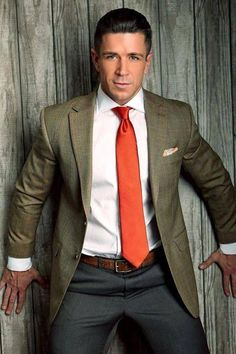 suitedmen - Posts tagged men at play Dapper Gentleman, Dapper Men, Gentleman Style, Mens Fashion Suits, Mens Suits, Style Kanye West, Trenton Ducati, Costume Sexy, Business Outfit