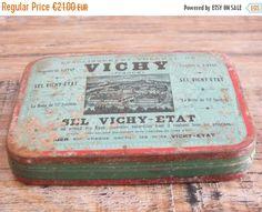 Boîte métallique de Sel Vichy Etat vintage par TheFrenchAtticBazaar