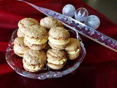 Raspberrybrunette: Orechové kolieska s karamelovým krémom Cooking Cookies, Cookie Desserts, Sweet Desserts, Sweet Recipes, Cookie Recipes, Dessert Recipes, Sweet Cookies, Xmas Cookies, Christmas Sweets