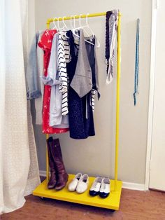 DIY: rolling rack tutorial - Totally need one of these to hang up clothes while they're drying instead of along my bannister...