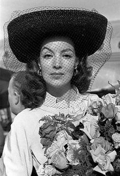 One of Mexico's most popular actress' during the Golden Age of Mexican Cinema: Maria Felix (aka La Doña) Gina Lollobrigida, Gerard Philipe, Yves Montand, Divas, Mexican Actress, Popular Actresses, Cinema, Old Hollywood Glamour, Salma Hayek