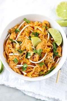 Better than take-out chicken pad thai -a quick and easy family favorite that's r. - Better than take-out chicken pad thai -a quick and easy family favorite that's ready in just 30 m - Think Food, I Love Food, Asian Recipes, Healthy Recipes, Easy Thai Recipes, Def Not, Asian Cooking, Thai Cooking, Cooking Fish