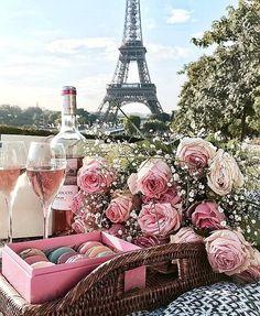pink, makronen, blumen, champagner, paris # frankreich # eiffelturm – Serife Sezgin – Join the world of pin Tour Eiffel, Paris Amor, Custom Party Invitations, Paris Wallpaper, Foto Poster, I Love Paris, Pink Paris, Paris Paris, Montmartre Paris