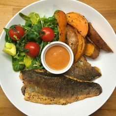 Fancy some fish and chips tonight? Try this simple sea bass! Fry it in Lucy Bee Coconut oil and season with Peri Peri. Serve with sweet potato wedges and a dollop of Nandos sauce. It's tasty, ready in under 15 minutes and it's going to help your body get lean and healthy #food #foodie #LeanIn15