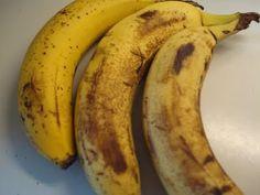 """""""Noget af det mest drilske er bananer. De når at modne bare man vender ryggen til og derfor har jeg altid nogle stykker der har nået græsen for modenhed til min smag. Jeg har længe haft et mellemmåltid i tankerne, hvor de kunne bruges uden at blive til kage. De sidste par dage er der...Læs Mere »"""