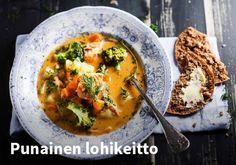 Punainen lohikeitto  Resepti: Valio #kauppahalli24 #ruoka #resepti #lohikeitto